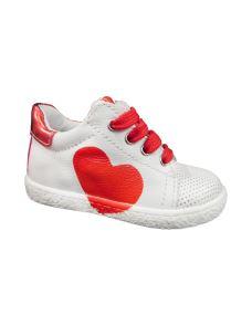 Melania scarpa primi passi allacciata con cuore rosso
