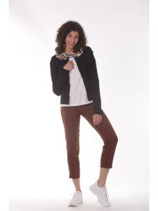 Pantalone con cinturino e tasche